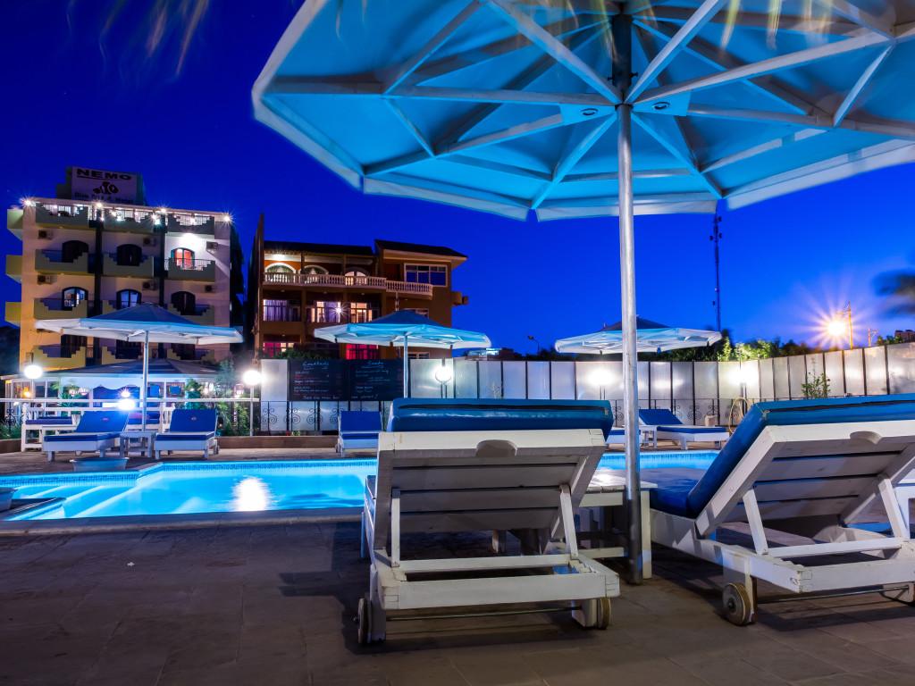 Schwimmbecken Bei Nacht